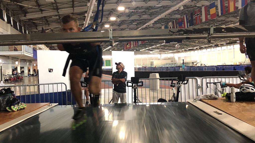 Viktor Hald Thorup ses med inlinere på et rullefelt i Utah Olympic Oval